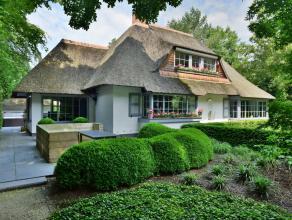 Charmante en volledig gerenoveerde villa, ideaal voor de paardenliefhebber! Centraal en in het groen gelegen met directe toegang tot de Kalmthoutse He