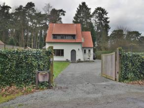 Goed gelegen charmante villa te Kapellenbos met o.a. 2-3 slaapkamers, 1 badkamer en aparte ruime garage op een perceel van ca. 1.100 m2.