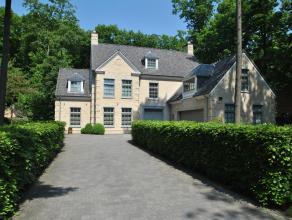 Recente luxe villa in een mooie, rustige omgeving te Heide Kalmthout, op een perceel van 2.100m² met aangelegde tuin.