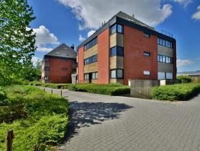 Zeer ruim duplex appartement met o.a. 2 slaapkamers, bureel en zonnig terras in residentie Heather Park, nabij het centrum van Heide.