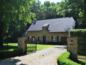 """Sfeervolle en verrassend ruime villa met o.a. 4 slaapkamers en 2 badkamers, residentieel gelegen in """"Dennedael"""" op een zuid gericht perceel van 2.056"""