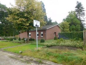 Aangename gezinswoning met twee en mogelijk 3 slaapkamers gelegen in een kindvriendelijk straat te OLV Olen. Deze woning omvat een inkomhal, living, v