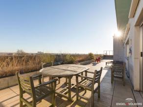 Deze penthouse, gelegen op de 9de verdieping heeft een fantastisch zicht op het Citadelpark. Met aan de voorzijde een terras van maar liefst 88m²