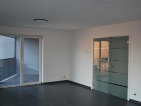 Bel appartement dans une nouvelle résidence et idéalement situé à 5min à pied de la Grand Place de Mons. Il se comp