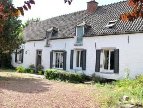 Belle maison de caractère offrant de beaux volumes et idéalement située sur Mons. Propriété accessible par deux voi