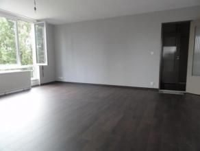 Bel appartement entièrement rénové situé au 3ème étage avec ascenseur, proche de toutes les facilités