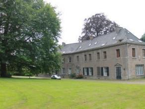 Situé au coeur de l'Abbaye de Saint-Denis, dans un cadre exceptionnel, au 2ème étage du Château de l'Abbaye, agréabl