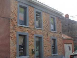Idéale pour 1er achat ou pour investissement. Située au calme, belle maison 3 façades rénovée avec garage comprenan