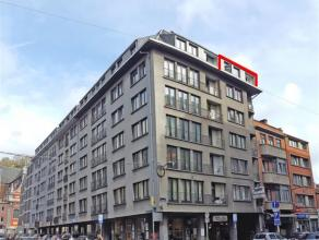 Liège : En Feronstrée, joli appartement en bon état composé d'un hall avec vestiaire et WC, séjour, cuisine, une ch