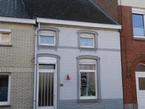 MAISON VILLAGEOISE 2 FACADES AVEC JARDIN située à deux pas des commerces de proximité (librairie - pharmacie - dentiste - banques
