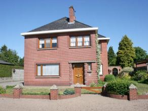 Ligging/Omgeving<br /> <br /> Mooie woning vlakbij het centrum van Lommel.<br /> Ideaal voor een gezin met opgroeiende kinderen. Kindvriendelijke en r