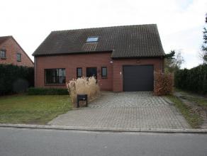 Ligging / Omgeving<br /> <br /> Eengezinswoning gelegen te Koning Boudewijnstraat 45A in Lommel.  Rustig gelegen en vlakbij het centrum. Ideaal voor e