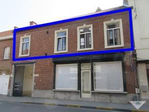 Dit prachtige en ruime duplex appartement bevindt zich in een historisch pand in het centrum van Leuven. Een schitterende open waarbij leefruimte, keu