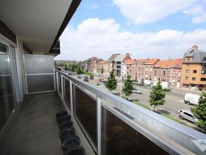 Heverlee: instapklaar appartement met 2 slaapkamers, garagebox en kelder. Doorloop-appartement van 90 m2 met twee terrassen op de derde verdieping, ha