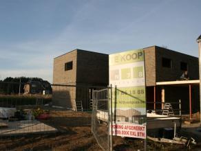 NIEUW OP TE RICHTEN AFGEWERKTE WONING (HOB RECHTS), IN MAASEIK (WURFELD). TROEVEN:- 3 slaapkamers- Rustige ligging- Nieuwe residentiële verkaveli