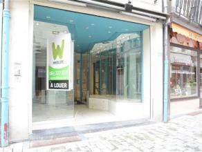 A louer , en plein centre ville, une surface commerciale de 45 m².Très bonne situation dans la Grand Rue. Pour tout renseignement: Double