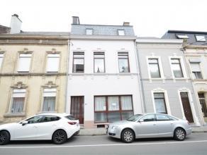 Arlon, centre ville, spacieuse maison de ville avec dépendance à rénover totalement. Ce bien est composé comme suit: niv-1