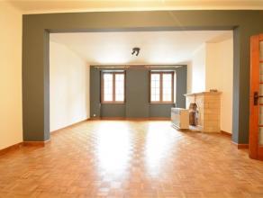 Arlon centre, bel appartement de 90 m² composé comme suit: hall d'entrée, vaste séjour, nouvelle cuisine équip&eacute