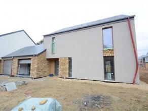 Arlon-Fouches, maison basse énergie 3 façades neuve (première occupation) sur terrain de 5,30 ares. Ce bien est composé co