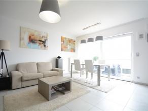 Arlon, dans une résidence de 2014, splendide appartement contemporain avec d'excellentes finitions composé comme suit: hall d'entr&eacut