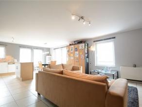 Arlon, à proximité de la gare et du centre ville, appartement lumineux de deux chambres composé comme suit: hall d'entrée,