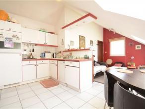 Arlon, dans un quartier calme et proche du centre ville, agréable appartement de 53 m² situé au dernier étage de la r&eacute