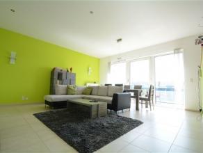 Arlon dans casernes Callemeyn, agréable appartement composé comme suit: hall d'entrée avec penderie, vaste séjour lumineux