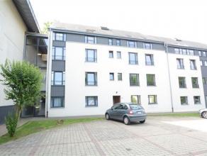 Arlon, à proximité de la gare et du centre, situé dans un clos, bel appartement de 85 m² composé comme suit: hall d'e