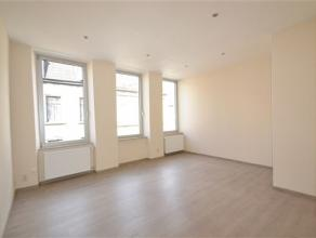 Arlon centre ville: très bel appartement au 1er étage d'une petite résidence très bien entretenue. Ce bien est compos&eacu