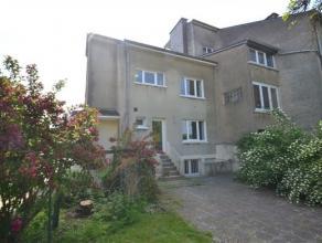 Arlon, bonne maison d'habitation entièrement rénovée composée comme suit: niveau -1: caves. Niveau 0: hall d'entrée