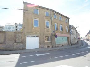 Arlon, située en plein centre, ancienne maison de commerce avec jardin à rénover. Ce bien est composé comme suit: niveau -