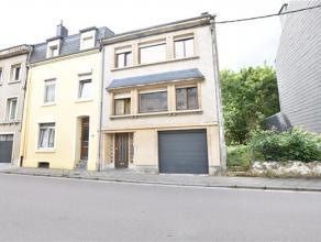 Arlon, à proximité du centre ville, des commerces et des écoles, bonne maison bel étage 3 façades composée c