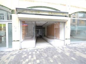 Arlon centre, belle surface commerciale de 106 m² composé comme suit : niv 0: surface de 55 m², 2 grandes vitrines, volet sécu