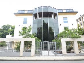 Au centre ville dArlon, un ensemble immobilier de 4 bureaux et 10 appartements de standing hyper sécurisés. Cette résidence basse