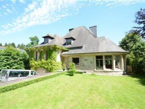 Cette splendide villa entièrement rénovée vous surprendra par son style et ses finitions haut de gamme. Un très beau terra