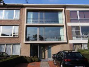 Mooie en ruime woning te huur in Brasschaat. De tweede verdieping is een appartement op zich! Met een badkamer, woonkamer, keuken en slaapkamer. Er is