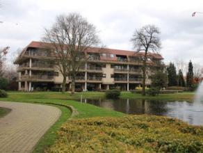 U treft dit gezellige, appartement in een uiterst groene en veilige omgeving, gelegen in een (afgesloten) residentieel domein en toch vlak bij het cen