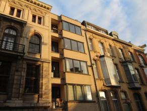 Een gezellig twee slaapkamer appartement te huur in de buurt van het Groene Kwartier in Antwerpen. Er is een lift in het gebouw aanwezig en alles is n