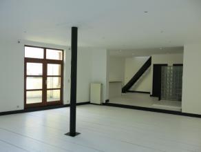 Ruime, lichte duplexloft van 130m² in een voormalig pakhuis op het Zuid. Grote, open leefruimte met veel ramen, terras en een houten planch&eacut