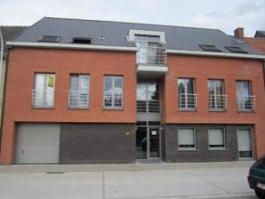 Zéér knap en ruim duplexappartement aan de centrumrand Scholen en openbaar vervoer op wandelafstand! Gelegen op de eerste verdieping en