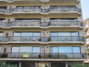 Rustig, centraal gelegen appartement Appartement op de eerste verdieping ingedeeld als volgt: inkomhal, berging/dressing, woonkamer, ingerichte open k