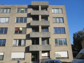 Zeer tof appartement op de vierde verdieping! Gelegen aan de centrumrand. Lift voorzien in het gebouw. Weids uitzicht !