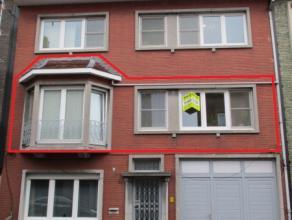 Knus appartement in het centrum Gelegen op de eerste verdieping en ingedeeld als volgt: Inkomhal met apart toilet. Woonkamer, ruime ingerichte keuken