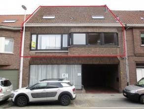 Duplexappartement in Haasdonk Ingedeeld als volgt: Gelijkvloers: Private ingang met trap. Garage achteraan het gebouw. Eerste verdieping: Nachthal. Ru
