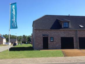 Lot 19 is een energiezuinige (E53!) halfopen bebouwing met garage in een klassieke stijl op een mooi zuidwest gericht perceel van 469 m². 90% uit