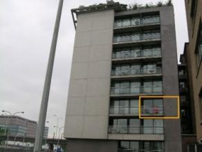 Dit appartement met leuk terras is gelegen op wandelafstand van de binnenstad, openbaar vervoer vlakbij, perfecte verbinding met de E40-E17-R4. Bestaa