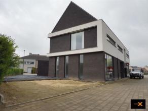 Deze nieuwbouw (in afwerkingsfase) is gelegen op de toegangsweg naar het dorpscentrum en heeft parkeergelegenheid naast het pand. Open ruimte (40,5m2)