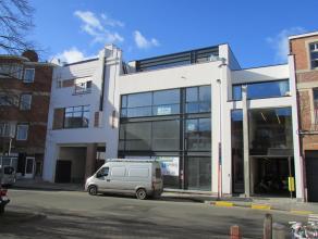Nieuwbouwpenthouse te koop in Gent. Unieke penthouse met mooi terras te koop in het woonproject 'Alfa Plaza', te Gent. Deze penthouse bestaat uit een