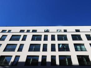Nieuwbouwpenthouse in de Europese wijk te huur! Deze nieuwe penthouse op verdieping 6 & 7 omvat op de 6e verdieping: ruime inkomhal, apart toilet,
