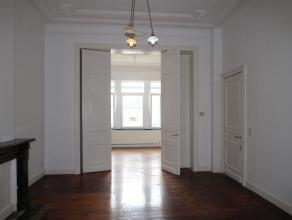VERVIERS, à proximité de la gare spacieux appartement. Il se compose d'un séjour, salle à manger ou chambre, cuisine &eacu